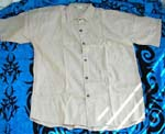 Plain color casul shirt with few botton on it